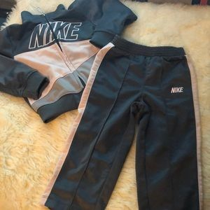 Girls 2-piece Nike Set
